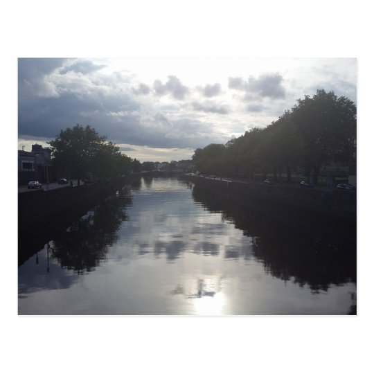 Postal de la puesta del sol del río de Dublín