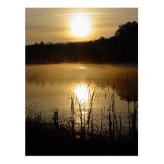 Postal de la reflexión del lago sunrise