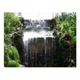 Postal de las zonas tropicales de la cascada