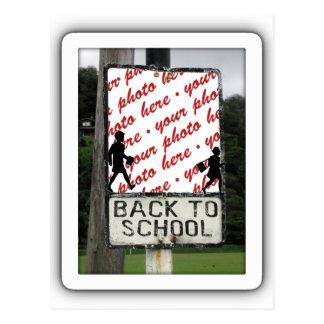 Postal De nuevo a marco de la foto de la escuela