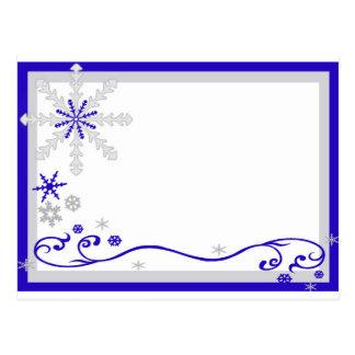Postal de plata azul de los copos de nieve del