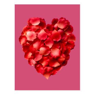 Postal del corazón del pétalo color de rosa