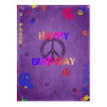 Postal del feliz cumpleaños del Hippie en púrpura