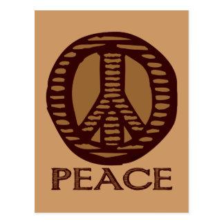 Postal del signo de la paz del grabar en madera de