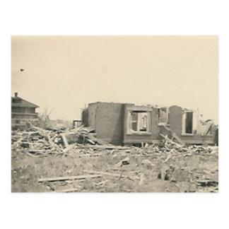 Postal desastre natural destruido casa
