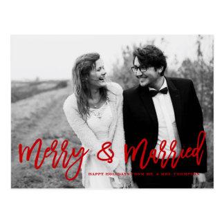 Postal Día de fiesta indicado con letras feliz y casado