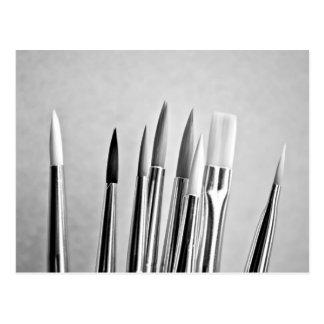 Postal Diseño blanco y negro de las brochas