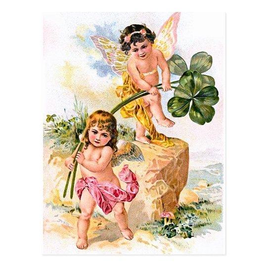 Postal Dos niños encantadores de la mariposa