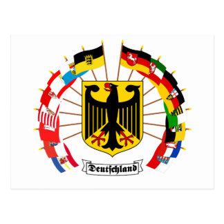 Postal El alemán señala el molinillo de viento por medio