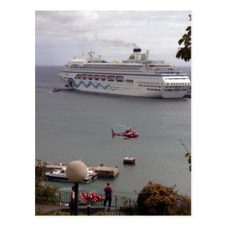 Postal El barco de cruceros AIDAblu en el puerto de