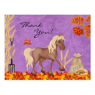 Postal El caballo bonito en hojas de otoño le agradece