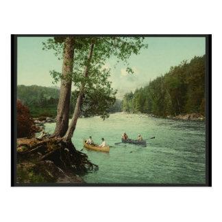 Postal El Canoeing en una corriente de la montaña de