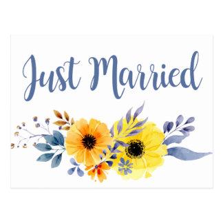 Postal El casarse amarillo casado floral de las flores