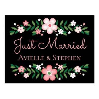 Postal El casarse rosado casado floral de las flores del
