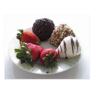 Postal El chocolate cubrió las fresas
