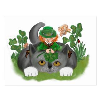 Postal El gatito y el Leprechaun encuentran un trébol de