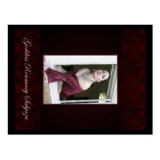 Postal El Godddess Rosemary en la ventana