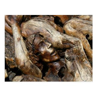 Postal El hombre del purgatorio talló en raíces del árbol