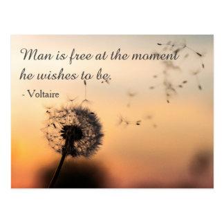 Postal El hombre es cita libre de Voltaire