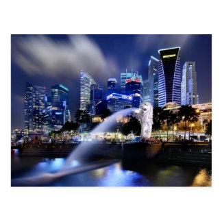 Postal El horizonte de Merlion y de Singapur