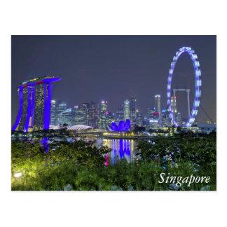 Postal El horizonte de Singapur por noche