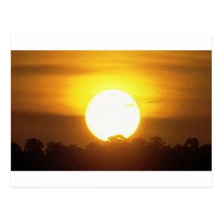 Postal el kground añade la puesta del sol CONOCIDA de la