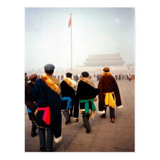 Postal El marchar a través de Pekín