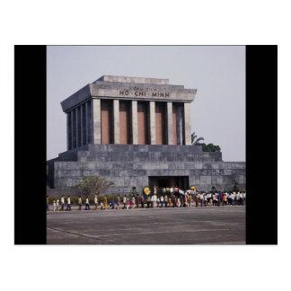 Postal El mausoleo de Ho Chi Minh en el cuadrado de Dinh