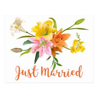 Postal El naranja apenas casado casando el lirio florece