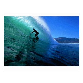 Postal El practicar surf en el paraíso verde de Suráfrica