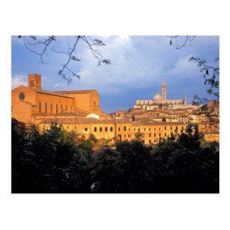 Postal El pueblo toscano de la tierra de Siena, Italia