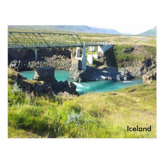 Postal El puente que cruza el río de Skjálfandafljót,