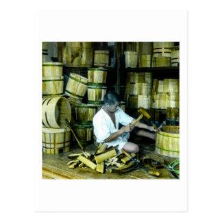 Postal El tonelero que hace barriles en el viejo vintage