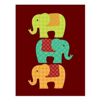 Postal Elefantes étnicos con las flores en el rojo marrón