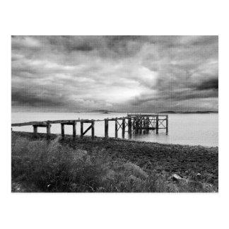 Postal Embarcadero viejo en la playa de plata de la arena