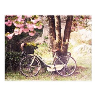 Postal En el jardín de la primavera