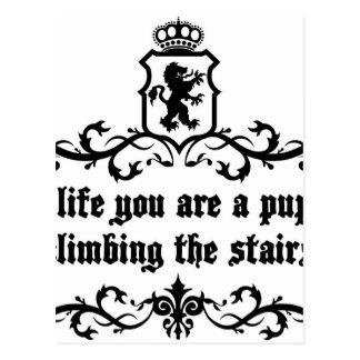 Postal En vida usted es un perrito que sube las escaleras