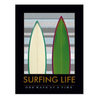 Postal escriba sobre practicar surf