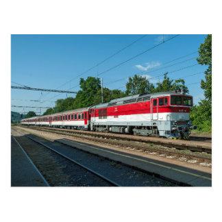 Postal Eslovaquia: Tren de pasajeros que pasa Sliac
