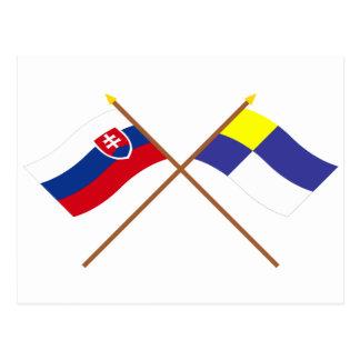 Postal Eslovaquia y banderas cruzadas Bratislava