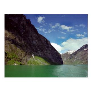 Postal esmeralda del sueño del fiordo