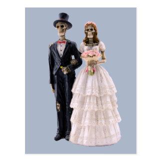 Postal esquelética de novia y del novio