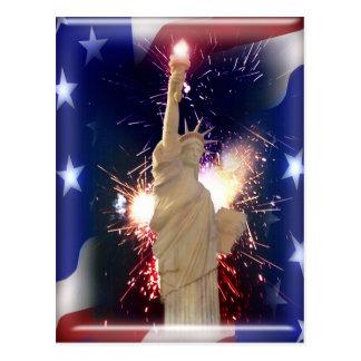 Postal Estatua de la libertad con los fuegos artificiales