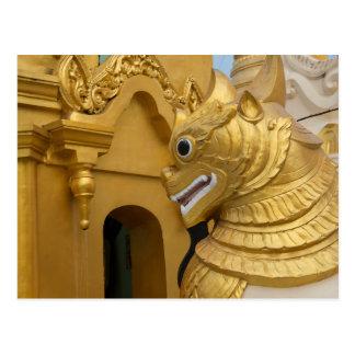 Postal Estatua de oro del león en el templo