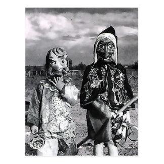 Postal Eve Hallow's de las máscaras del antaño