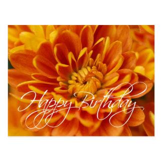 Postal Feliz cumpleaños del crisantemo anaranjado