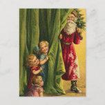 Postal Festiva Ocultación de árbol rojo de los niños de la capa