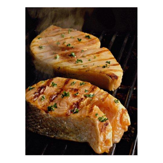 Postal Filetes de color salmón deliciosos en parrilla
