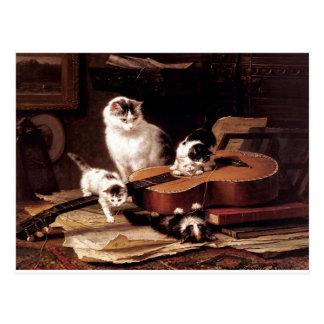 Postal Gato de los gatitos que juega con lindo travieso