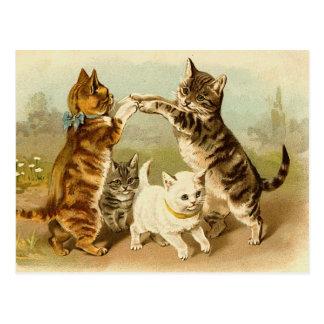 Postal Gatos que juegan el ejemplo del vintage